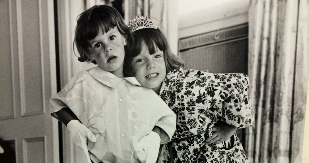 Jamie lee curtis young girl with sister